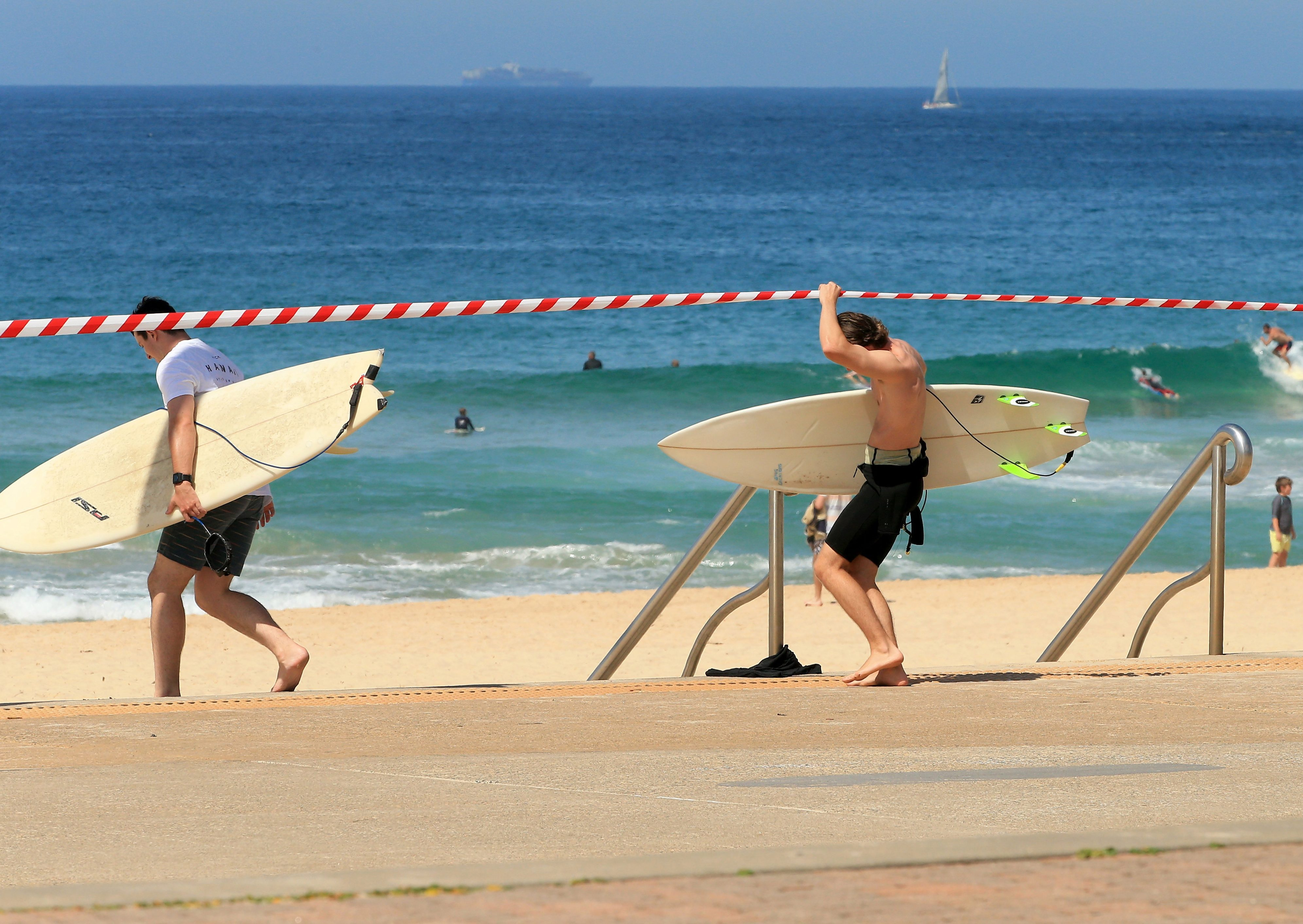 Surfers duck under the tape at Maroubra despite closures