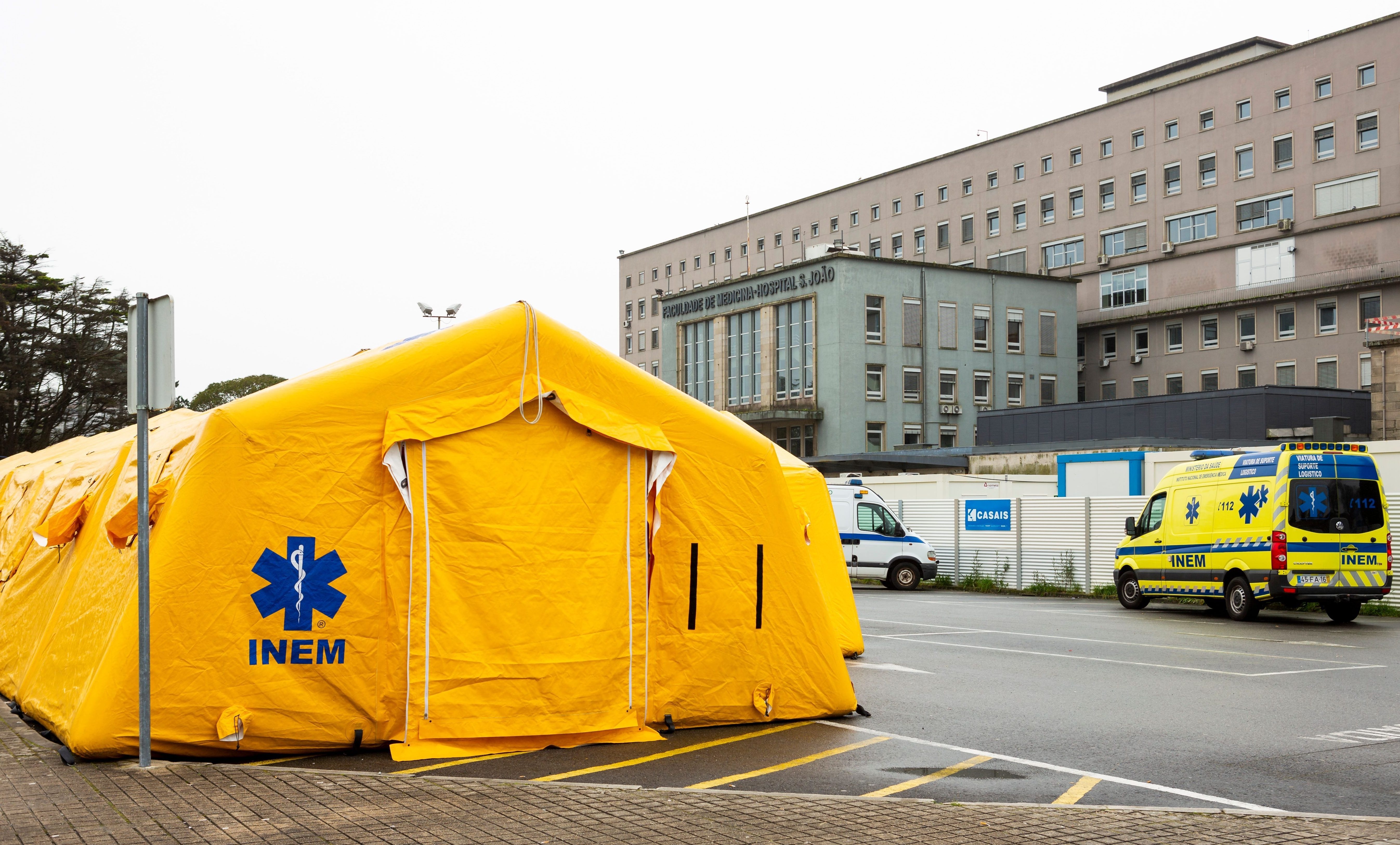Tents in Porto have been set up for cases of coronavirus