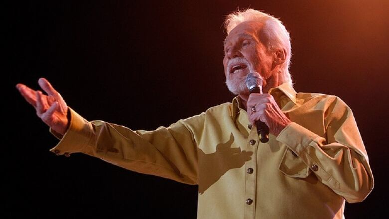 Country singer Kenny Rogers dead at 81 1