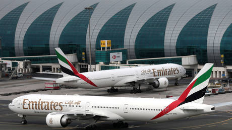 Emirates suspends all passenger flights due to Covid-19 pandemic — RT World News